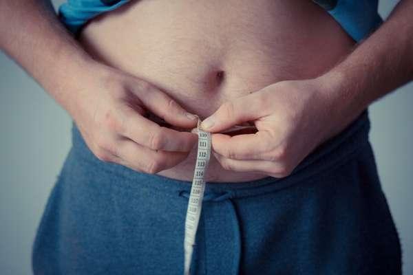 減肥飲食不均衡,小心蛋白質吃不夠!想吃甜食、掉髮、失眠…有這7大症狀一定要注意