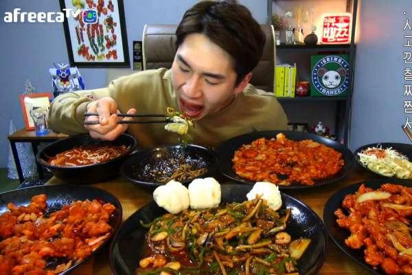 為何韓國人超愛看別人「直播吃飯」?行家道出精闢觀察,「潛在危機」讓南韓政府都緊張了