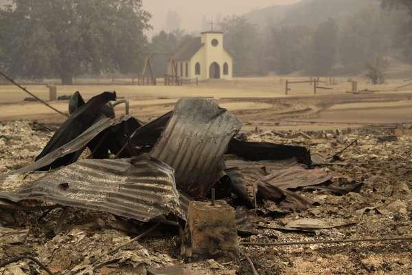 又發現十多具焦屍》加州野火南北夾擊、烈焰焚城奪48命《西方極樂園》化為焦土廢墟