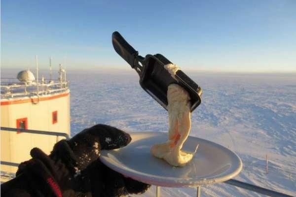 想吃個早餐,可蛋瞬間就結凍了!極地科學家PO出「零下80°C」的日常,網友都驚呆了!