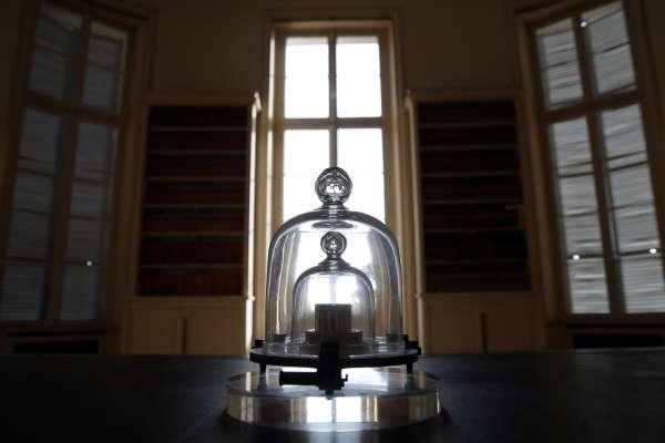 科學迷看過來》比黃金還貴重的國際公斤原器「大K」即將退役!「一公斤」的定義將改由「普朗克常數」計算