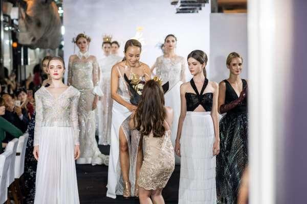 Jenny Chou手工婚紗十周年走秀    邀民眾品味高端時尚