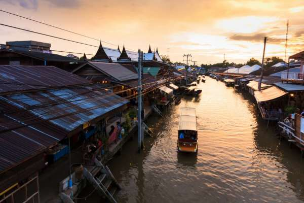 想去泰國自由行卻不知從何下手?水上市場、寺廟、按摩、人妖秀⋯「十大經典體驗行程」一個都不漏