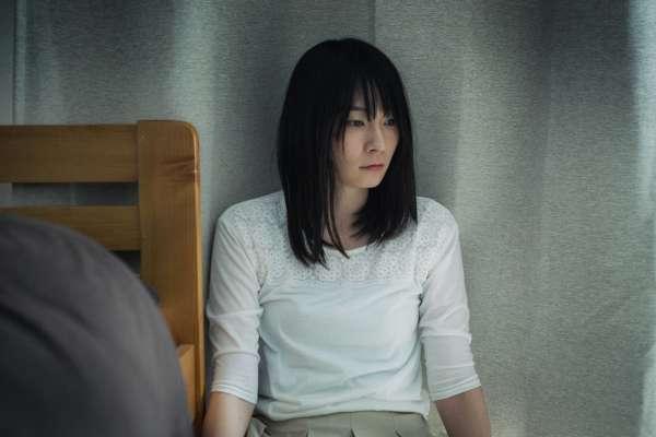 「我已經失去他了,不想連回憶也失去…」心理師揭女孩失戀後,總是走不出來的原因