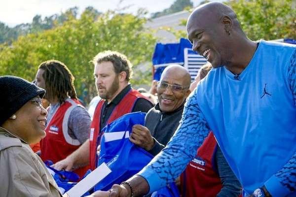 NBA》「這是我長大的地方」 喬丹回家鄉賑災