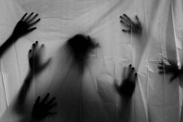 移工悲歌》「被強暴還必須拿身體換食物」摩洛哥婦女來到西班牙地獄,受困充斥性侵與虐待的草莓園