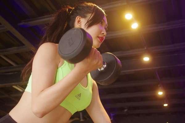 女生去健身房運動前,到底該不該卸妝?沒注意這些小事,小心粉刺、痘痘長滿臉!