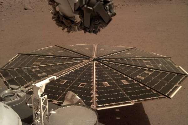 來自2億2500萬公里之外,人類首度聽見火星的聲音!NASA洞察號傳回火星地表「風聲」