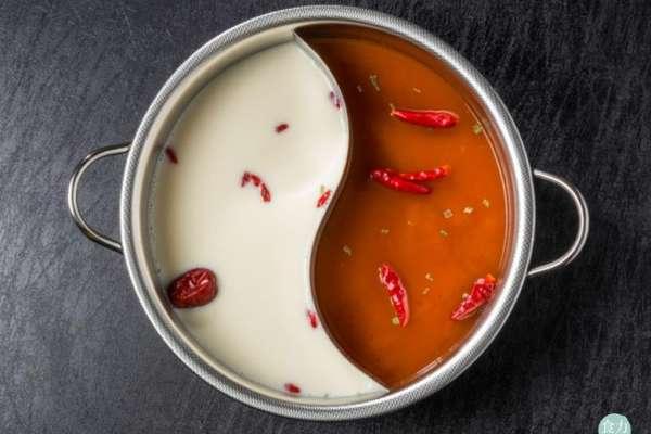 大骨熬的湯底比粉泡的健康?火鍋業者不說的真相大公開!原來要求店員「加湯」更可怕…