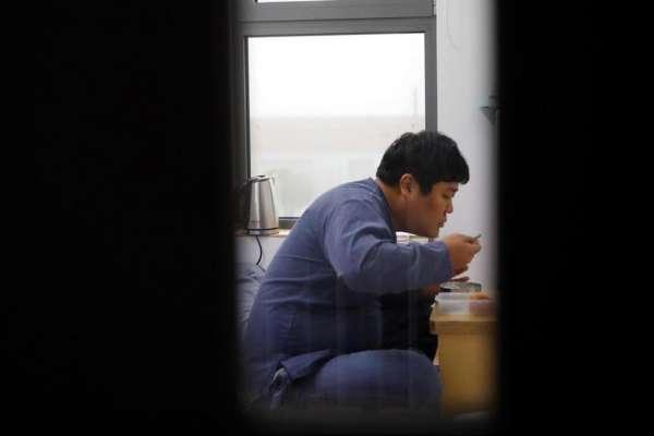 為逃避壓力,韓國人竟開始流行「花錢去坐牢」!獄友揭社會高壓慘況:坐牢反而感覺自由