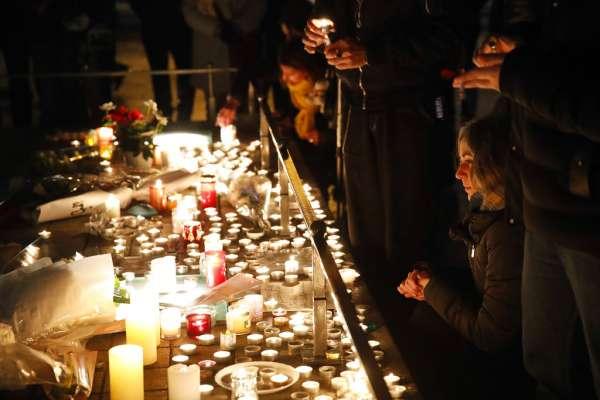 馬克宏蠟燭兩頭燒》黃背心誓言持續抗爭,網路流傳「恐攻陰謀論」:政府刻意製造槍擊案來遏止抗議