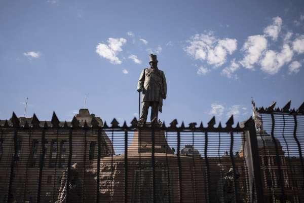 銅像與轉型正義》南非種族隔離結束24載,白人政治家銅像該拆嗎?