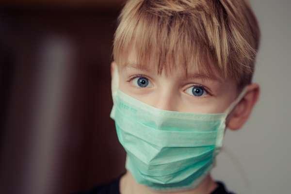 空氣越來越差,每天出門臉上就蒙上一層灰⋯他警告:一定要做好防護,尤其是空汙最大受害者的「他們」
