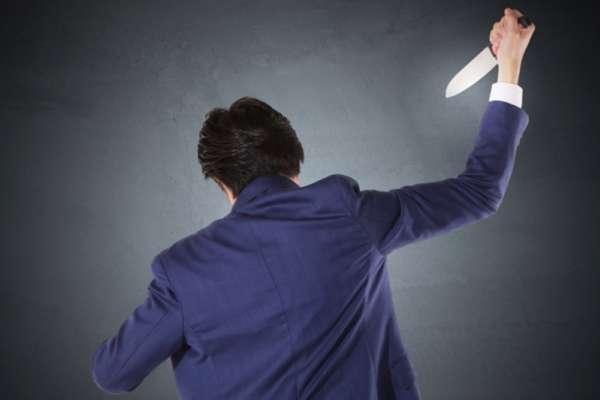 美術老師砍死流鶯再自殺!一起雙屍命案,道出遭「誣陷性侵」再也無法清白的恨意…