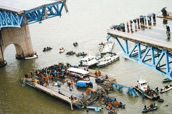 跨江大橋斷、百貨公司倒、列車起火駕駛逃!揭韓史上百人慘死的5大「公安悲劇」誇張內幕