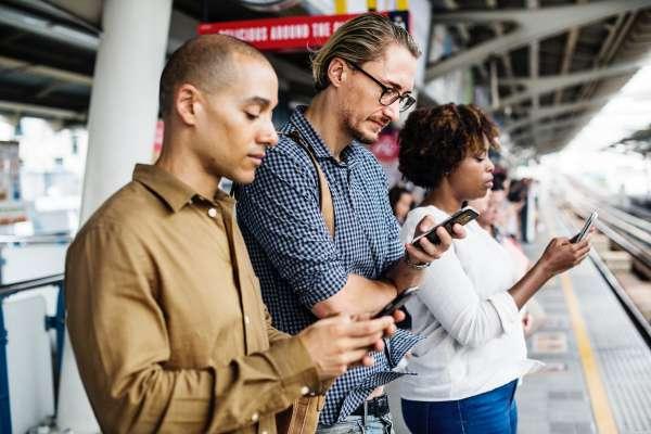 手機正改變人類的大腦!專家曝「驚人真相」:每天花4小時滑手機,將付出超慘痛代價…