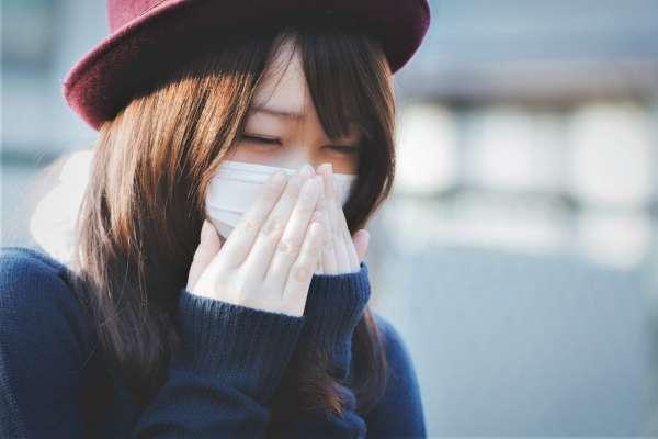 噴嚏打不停?靠1招就能止住!99%台灣人不知的8個超實用冷知識,每招都讓你「哇」出聲