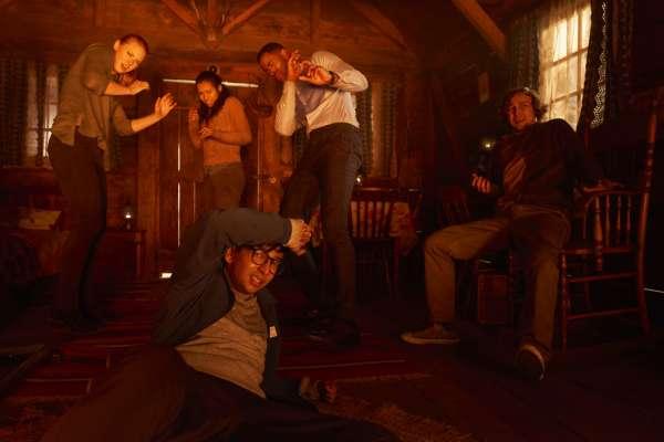 密室無法逃脫,竟成火葬場!同名驚悚電影上映日 5名15歲少女命喪「密室逃脫」遊戲