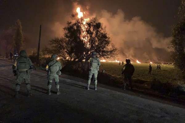 太慘了!墨西哥民眾偷石油 引發輸油管大爆炸 至少85人粉身碎骨