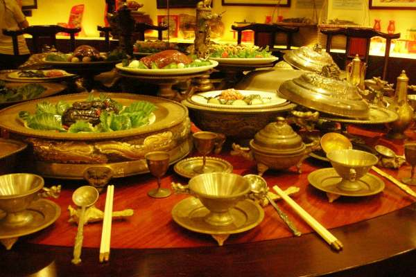 清朝宮廷根本沒有滿漢全席,也沒有108道菜!北京故宮揭秘皇族菜單:這3種「活人不能吃」