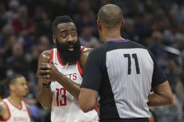 NBA》哈登明星周傳授招牌動作 「韋德之子」虛心受教