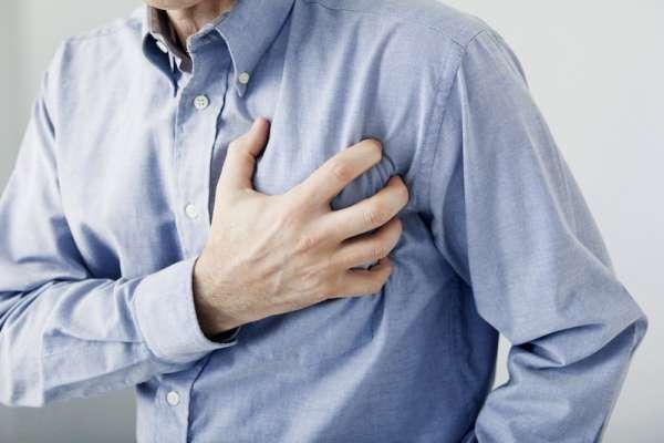 老是胸悶、喘不過氣,千萬別輕忽!醫生警告:小心「這症狀」讓人心衰竭猝死