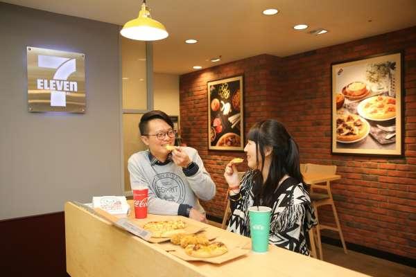 小7無極限!達美樂攜手超商推「現烤Pizza」只要銅板價、3分鐘就吃得到!