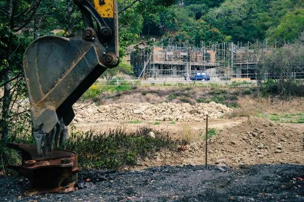 水泥通通進口就好,何必挖台灣的山破壞環境?專家:從口罩事件就知「全進口」必帶來災難