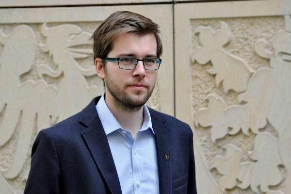 推動缺席議事月薪砍半「不算什麼」 30歲捷克國會議員再出招:全體議員薪資該減少