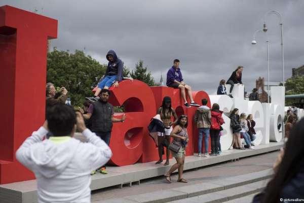 一個僅有85萬人口的都市,每年卻有1900萬名遊客...阿姆斯特丹正設法解決這個難題:觀光客太多啦!