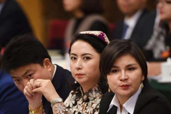 「實際上我們辦的是寄宿學校!」新疆官員迴避「再教育營」提問,否認迫害維吾爾穆斯林