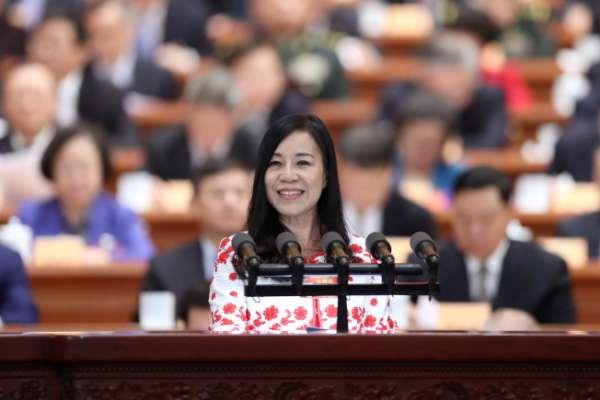 在兩會力挺統一的57歲「台灣女孩」...台灣戶籍恐被註銷,凌友詩說「實際影響不大」