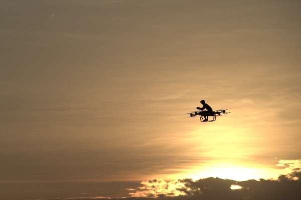 中國飛行愛好者自造「飛行摩托」飛上天