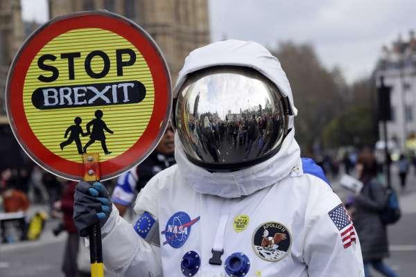 英國脫歐.無限之戰》人類來回火星、倉鼠過完一生、漫威宇宙電影出了8部,而英國還是離不開歐盟……