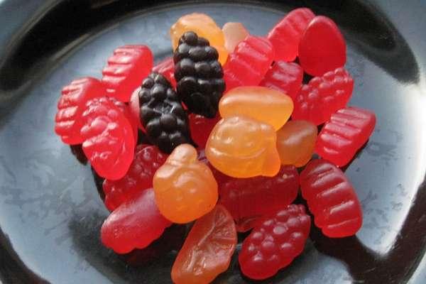 吃番茄醬、草莓軟糖竟等於吃進「蟲蟲汁」?衝擊真相讓民眾都崩潰了…吃素的人更是超怒!