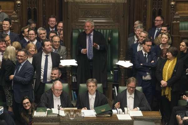 英國脫歐》下議院說了無數次NO之後,終於說了一聲YES:強制首相要求歐盟展延大限