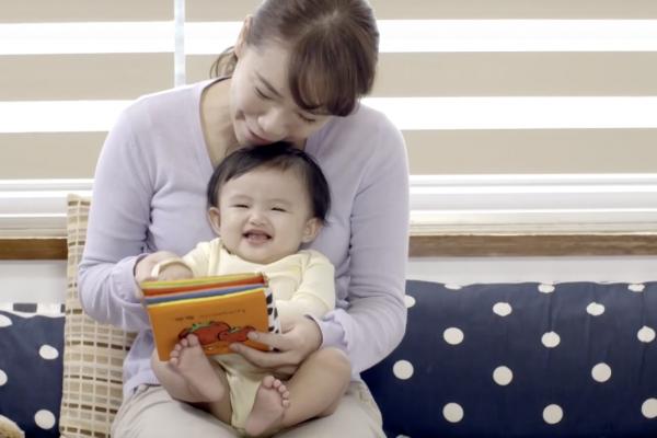 加拿大孩子一出生,旁人都會提醒家長唸書給孩子聽,台灣呢?她道出親子共讀的重要性