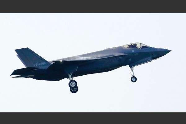 自衛隊最先進戰機的墜毀之謎:明明能匿蹤,為何說「突然在雷達上消失」?中俄會撈到殘骸嗎?F-35A失事一周來的六個疑問