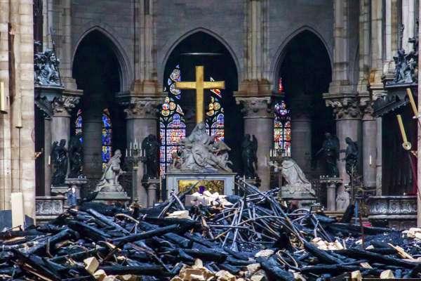 有錢捐款重建聖母院,沒錢幫助弱勢者?法國富豪鉅額捐款挨轟:炫富、逃稅、洗美名!