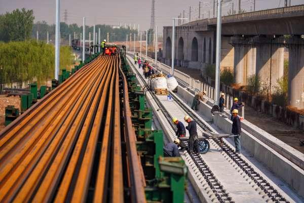 15天鋪設完成!「京雄城際鐵路」打造中國智慧化高鐵建設新標桿