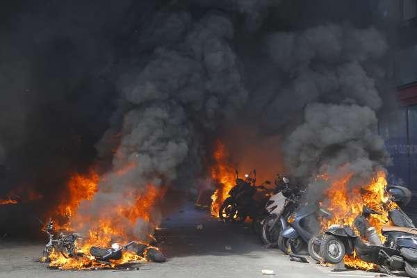 古蹟大火方熄,民怨怒火再起》法國富豪慨捐340億反被批「偽善」群眾吶喊:巴黎聖母院什麼都有,悲慘世界什麼都沒有!