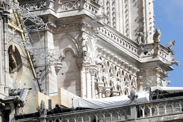巴黎聖母院大火》工地發現7個菸蒂,鷹架公司坦承工人違規,但強調「與火災無關」