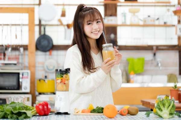 成人每年流失鈣的速度實在太嚇人!營養師為你整理補鈣6大觀念,吃對才有效