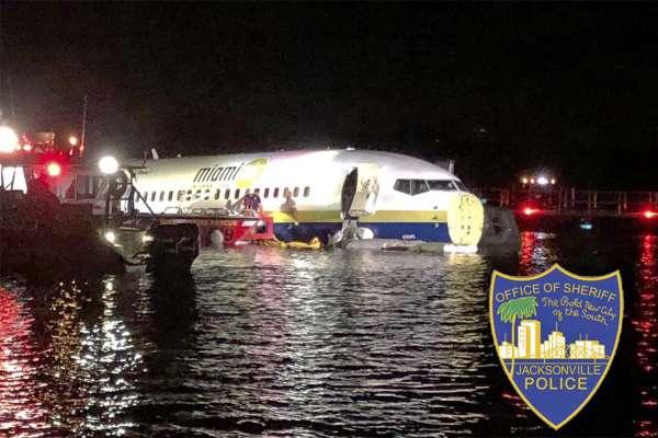 不幸中的大幸!波音737客機降落衝入河中 機上人員全部生還