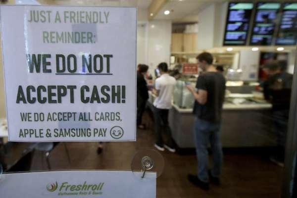 有錢卻無法買東西?「無現金支付」歧視無信用卡族群 舊金山要求店家提供收取現金服務
