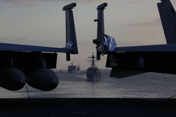波斯灣油輪神秘遭襲》戰火一觸即發!美國把矛頭指向伊朗,紐時:白宮擬派12萬大軍前往伊朗周邊