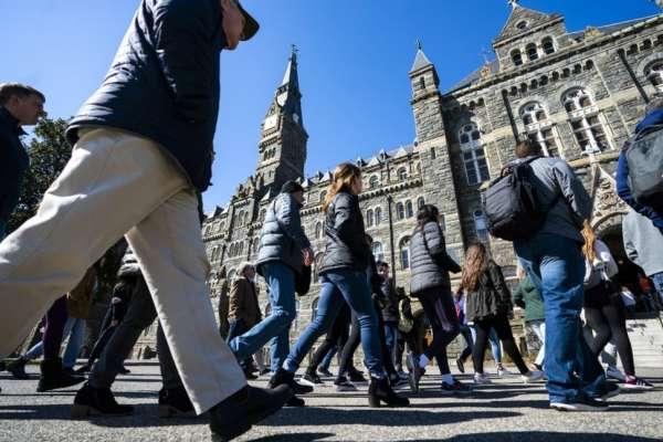 美國大學賄賂弊案:名牌大學真的有那麼重要嗎?
