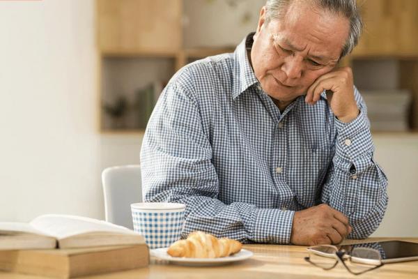 嗅覺失靈其實是失智前兆?專家建議喝柳橙汁、綠茶…掌握這些飲食習慣能有效預防