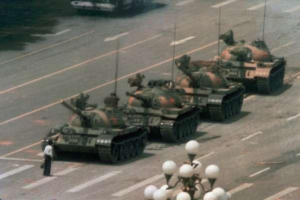 「你不能逼別人認識歷史,但天安門事件永遠不會消失!」坦克人攝影師談改變他一生的六四經典照