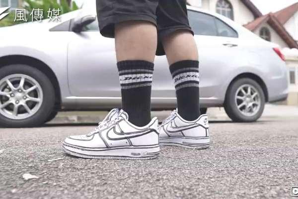 「二次元球鞋」也能自己DIY!他用黑筆改造經典鞋款致敬藝術家,網友看完大喊:馬上買鞋子來畫【影音】